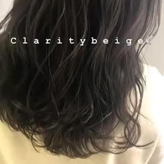 グレージュ カーキ ベージュ コントラストハイライト ヘアスタイルや髪型の写真・画像