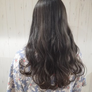 アッシュ 暗髪 アッシュグレージュ ロング ヘアスタイルや髪型の写真・画像