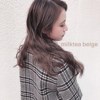 セミロング ハイトーンカラー ピンクベージュ オリーブベージュ ヘアスタイルや髪型の写真・画像