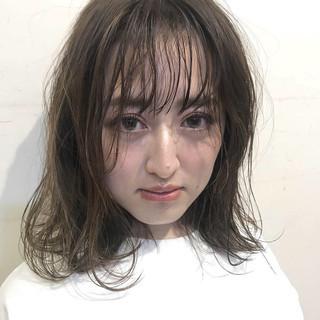 ミディアム アンニュイほつれヘア デート ガーリー ヘアスタイルや髪型の写真・画像