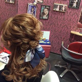 ミディアム ナチュラル 結婚式 編み込みヘア ヘアスタイルや髪型の写真・画像