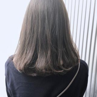 透明感 ストレート グレージュ ナチュラル ヘアスタイルや髪型の写真・画像