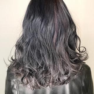 ミディアム ナチュラル ハイライト アッシュ ヘアスタイルや髪型の写真・画像