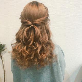 ヘアセット 結婚式 セミロング フェミニン ヘアスタイルや髪型の写真・画像