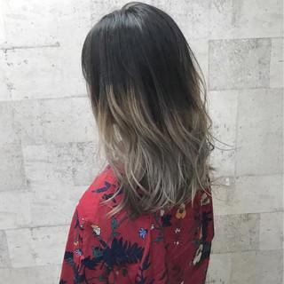ミディアム グラデーションカラー ダブルカラー ハイトーン ヘアスタイルや髪型の写真・画像