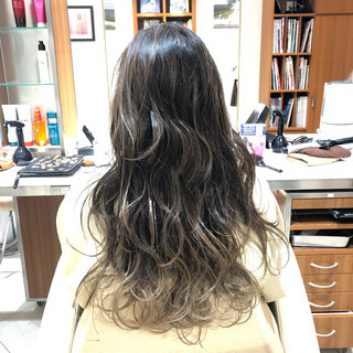 3Dハイライト コントラストハイライト バレイヤージュ アンニュイほつれヘア ヘアスタイルや髪型の写真・画像