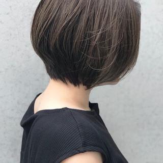 大人ショート アッシュベージュ ボブ ナチュラル ヘアスタイルや髪型の写真・画像