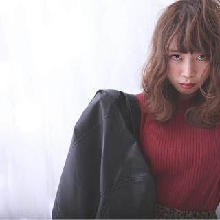 セミロング モード 外国人風 カール ヘアスタイルや髪型の写真・画像