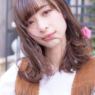 ミルクティーブラウン ヘアアレンジ ハイライト ミディアム ヘアスタイルや髪型の写真・画像