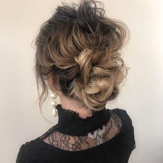 結婚式 大人かわいい ミディアム ゆるふわ ヘアスタイルや髪型の写真・画像 ヘアスタイルや髪型の写真・画像