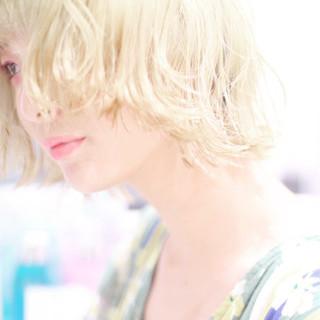 ショートヘア ハイトーンカラー ボブ ホワイトカラー ヘアスタイルや髪型の写真・画像
