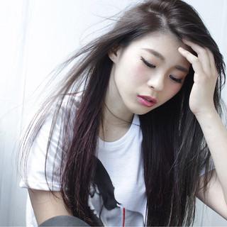 インナーカラー 大人女子 ノームコア ストレート ヘアスタイルや髪型の写真・画像