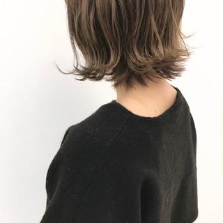 外ハネ ボブ アッシュグレージュ ストリート ヘアスタイルや髪型の写真・画像