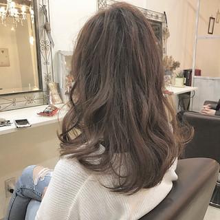 ナチュラル アッシュ 大人かわいい セミロング ヘアスタイルや髪型の写真・画像