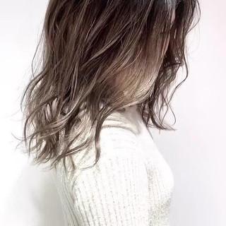 グラデーションカラー ナチュラル セミロング ベージュ ヘアスタイルや髪型の写真・画像