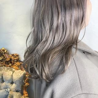 ブラウンベージュ ミルクティーベージュ ヌーディベージュ セミロング ヘアスタイルや髪型の写真・画像
