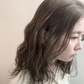 ヌーディーベージュ ナチュラルベージュ アッシュベージュ ロング ヘアスタイルや髪型の写真・画像