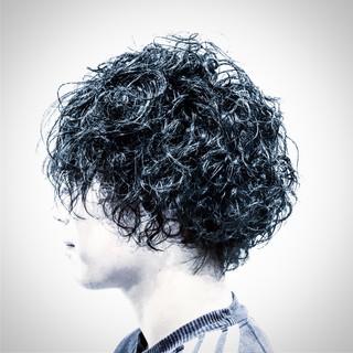 外国人風 かっこいい スパイラルパーマ ミディアム ヘアスタイルや髪型の写真・画像