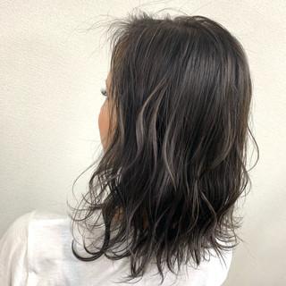 ミディアム ホワイトハイライト ブリーチ ナチュラル ヘアスタイルや髪型の写真・画像