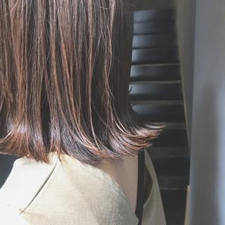シルバーアッシュ 大人可愛い ミディアム ナチュラル ヘアスタイルや髪型の写真・画像
