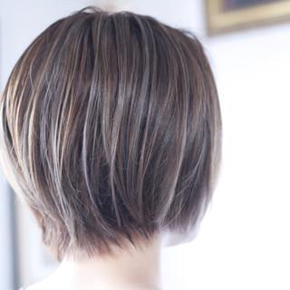 大人ハイライト 極細ハイライト ミルクティーグレージュ ナチュラル ヘアスタイルや髪型の写真・画像