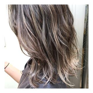 ハイトーンカラー ミディアム ハイライト バレイヤージュ ヘアスタイルや髪型の写真・画像