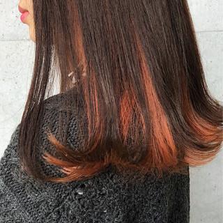 オレンジ ロブ インナーカラー 外ハネ ヘアスタイルや髪型の写真・画像