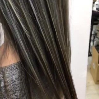 西海岸風 大人ハイライト バレイヤージュ ロング ヘアスタイルや髪型の写真・画像