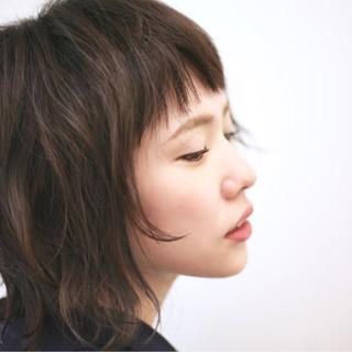 ミディアム レイヤーカット ゆるふわ モード ヘアスタイルや髪型の写真・画像