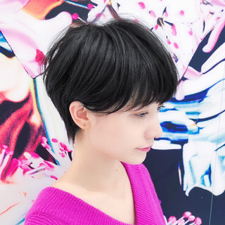 パーマ 小顔ショート グレージュ ハイライト ヘアスタイルや髪型の写真・画像