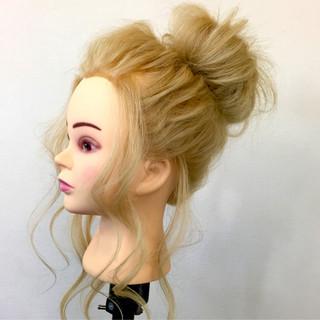外国人風 ロング ヘアアレンジ メッシーバン ヘアスタイルや髪型の写真・画像 ヘアスタイルや髪型の写真・画像