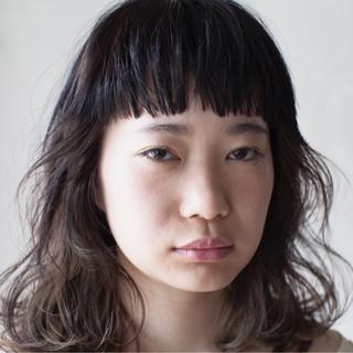 ミディアム パーマ ハイライト ナチュラル ヘアスタイルや髪型の写真・画像
