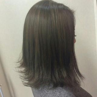 ナチュラル ミディアム グラデーションカラー グレーアッシュ ヘアスタイルや髪型の写真・画像