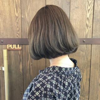 グレージュ ボブ アッシュグレー ナチュラル ヘアスタイルや髪型の写真・画像