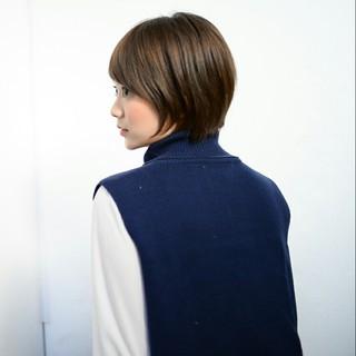 グレージュ ナチュラル 冬 前髪あり ヘアスタイルや髪型の写真・画像