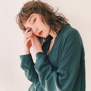 ヘアアレンジ ミディアム ミルクティーベージュ パーマ ヘアスタイルや髪型の写真・画像