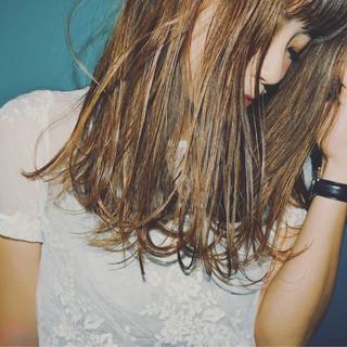 グラデーションカラー セミロング 前髪あり ハイライト ヘアスタイルや髪型の写真・画像