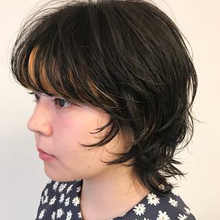 無造作パーマ ウルフ女子 マッシュウルフ ナチュラル ヘアスタイルや髪型の写真・画像