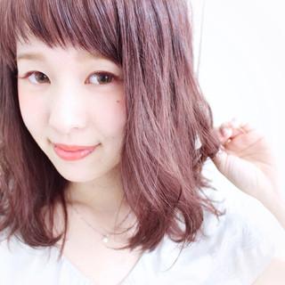 ミディアム ベージュ ピンク オン眉 ヘアスタイルや髪型の写真・画像