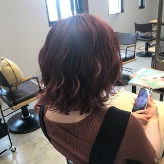 ベリーピンク ボブ ストリート ピンクアッシュ ヘアスタイルや髪型の写真・画像