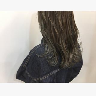 ロング ブリーチカラー グラデーションカラー シルバーアッシュ ヘアスタイルや髪型の写真・画像 ヘアスタイルや髪型の写真・画像