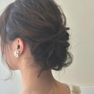 大人かわいい ミディアム 結婚式 ナチュラル ヘアスタイルや髪型の写真・画像 ヘアスタイルや髪型の写真・画像