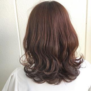 ウェーブ ミディアム フェミニン ハイライト ヘアスタイルや髪型の写真・画像
