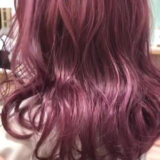 セミロング ベリーピンク ブリーチ ブリーチカラー ヘアスタイルや髪型の写真・画像