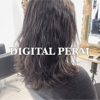 アンニュイ デジタルパーマ オフィス ゆるふわ ヘアスタイルや髪型の写真・画像