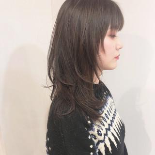 透け感ヘア セミロング レイヤーカット 透明感 ヘアスタイルや髪型の写真・画像