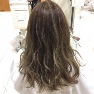 デート セミロング コントラストハイライト 3Dハイライト ヘアスタイルや髪型の写真・画像 ヘアスタイルや髪型の写真・画像