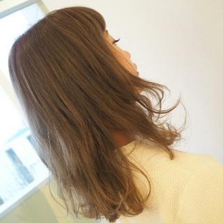 アッシュベージュ フェミニン ピュア ミディアム ヘアスタイルや髪型の写真・画像