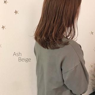ナチュラル セミロング ゆるナチュラル ゆる巻き ヘアスタイルや髪型の写真・画像