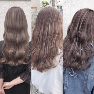 ナチュラル アッシュグレージュ セミロング ミルクティーベージュ ヘアスタイルや髪型の写真・画像